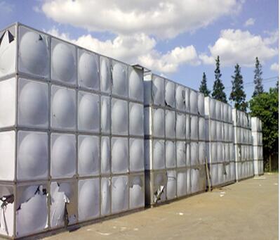 一,不锈钢水箱安置位置:水箱一般可安置于楼顶,或地面,或地下室内.